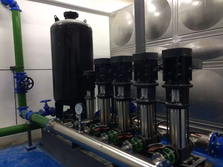 由恒压变频控制柜,压力传感器,气压罐,给水泵群组和可编程控制器构成.